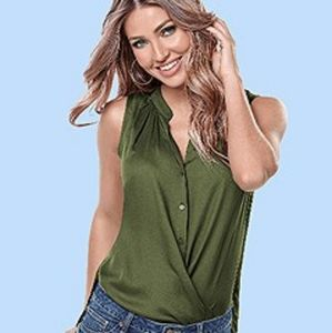 High low button down sleeveless blouse.